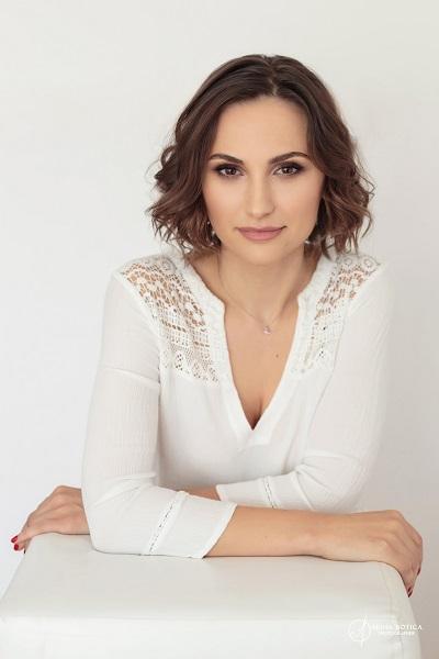 Corina Sterea PURE Salon portret