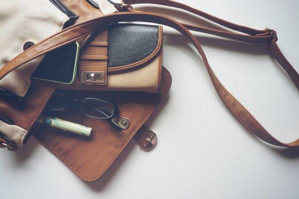 Cum sa iti deschizi o afacere online cu genti de mana si accesorii?