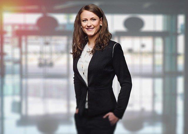 3 domenii de business destinate barbatilor in care activeaza femeile si chiar au succes!